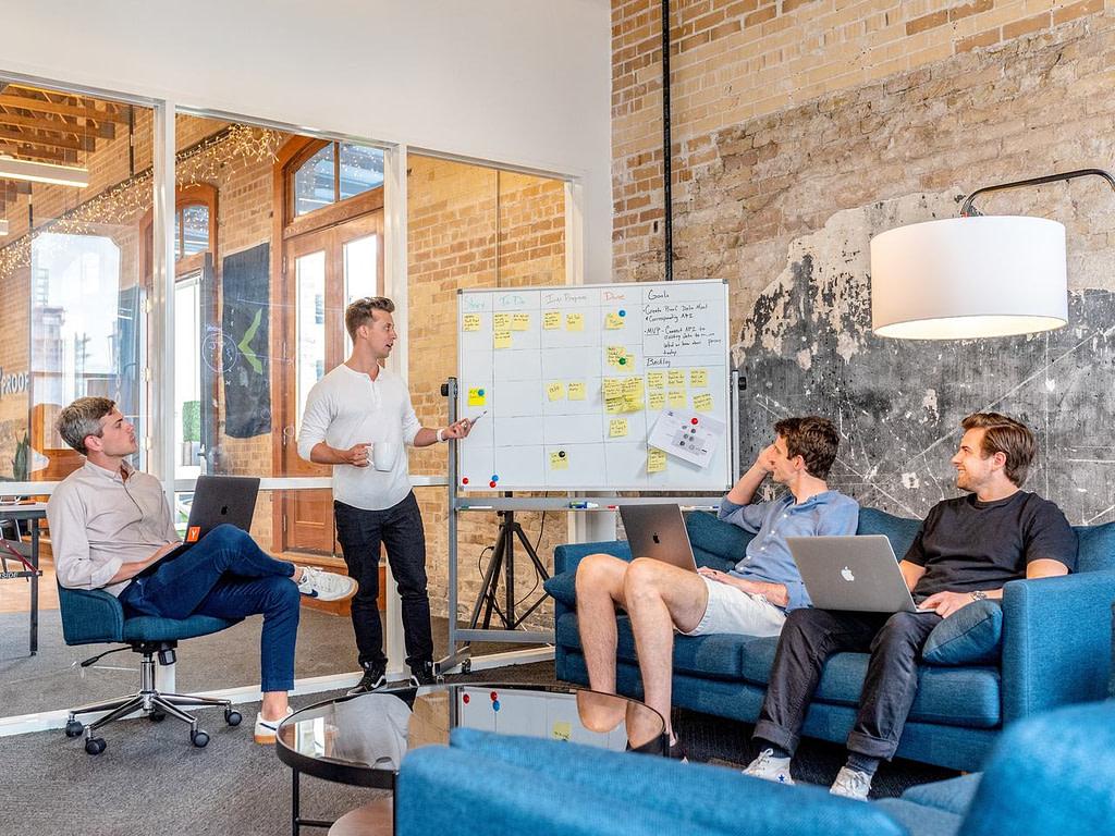 Equipe de corretores criam a matriz de qualificação para imobiliárias.